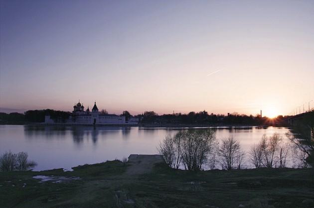 Ипатьевский_монастырь_на_закате_Кострома