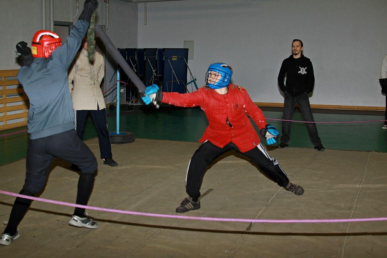 бой на спортивном мече