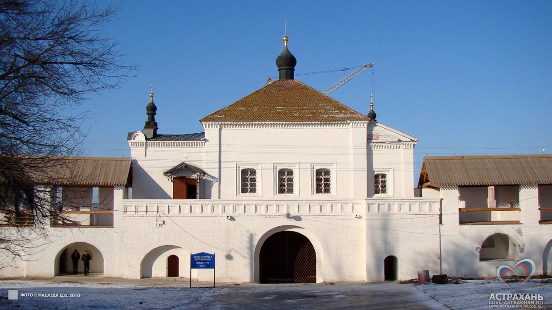 astrahan_nikolskie-vorota_01