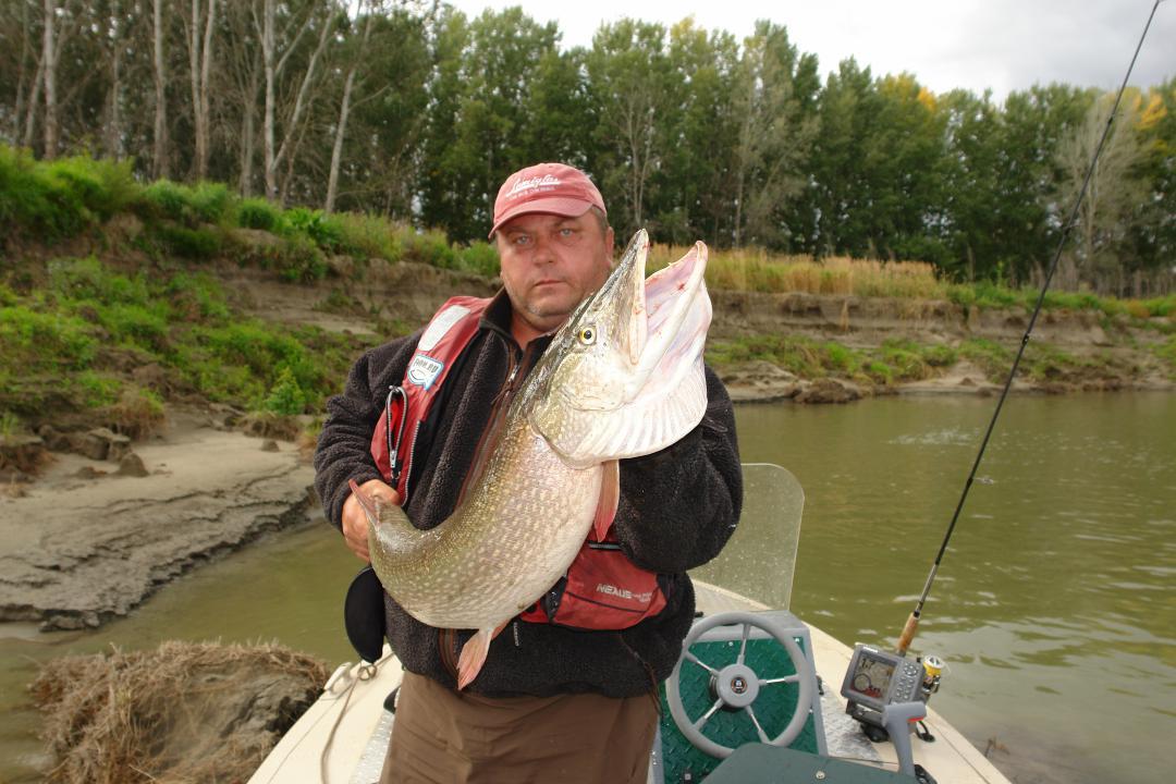 где в новосибирске лучше купить все для рыбалки