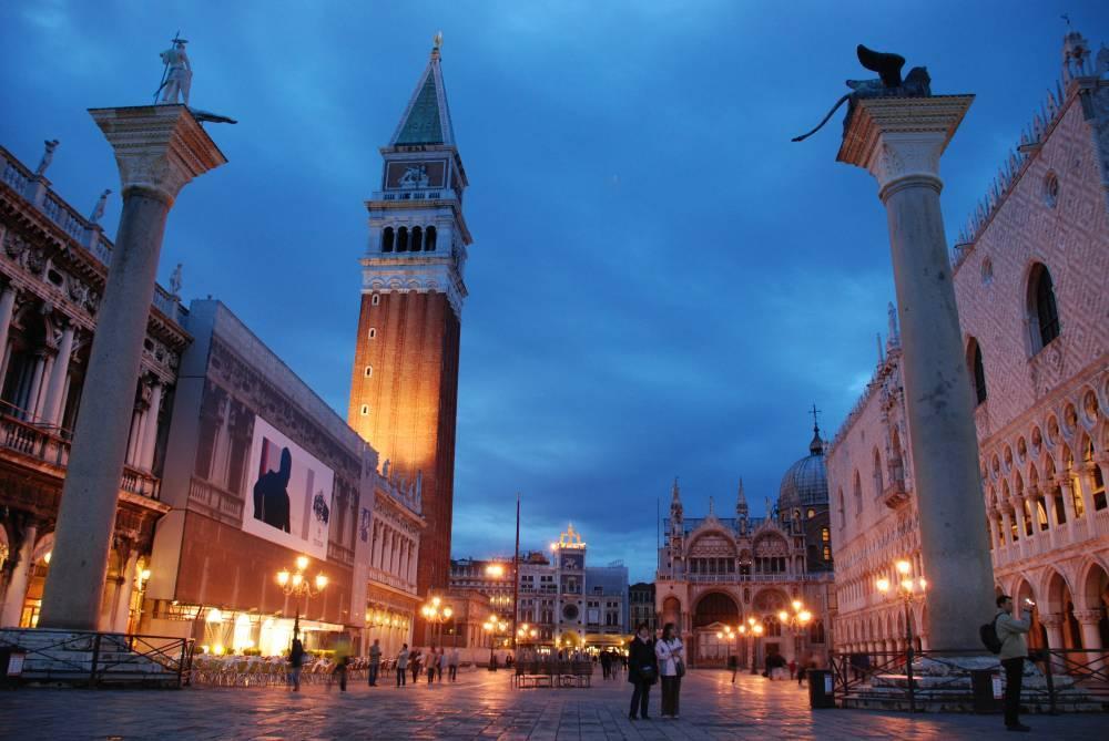 Символические ворота в Венецию.