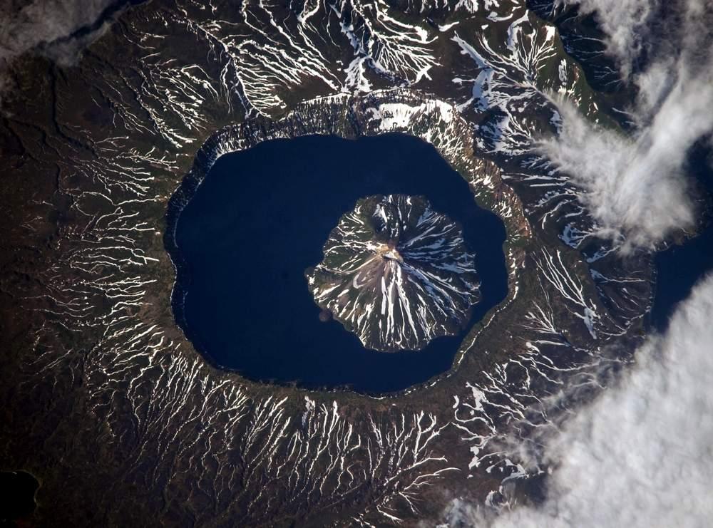 Вулкан Креницына - вид из космоса.