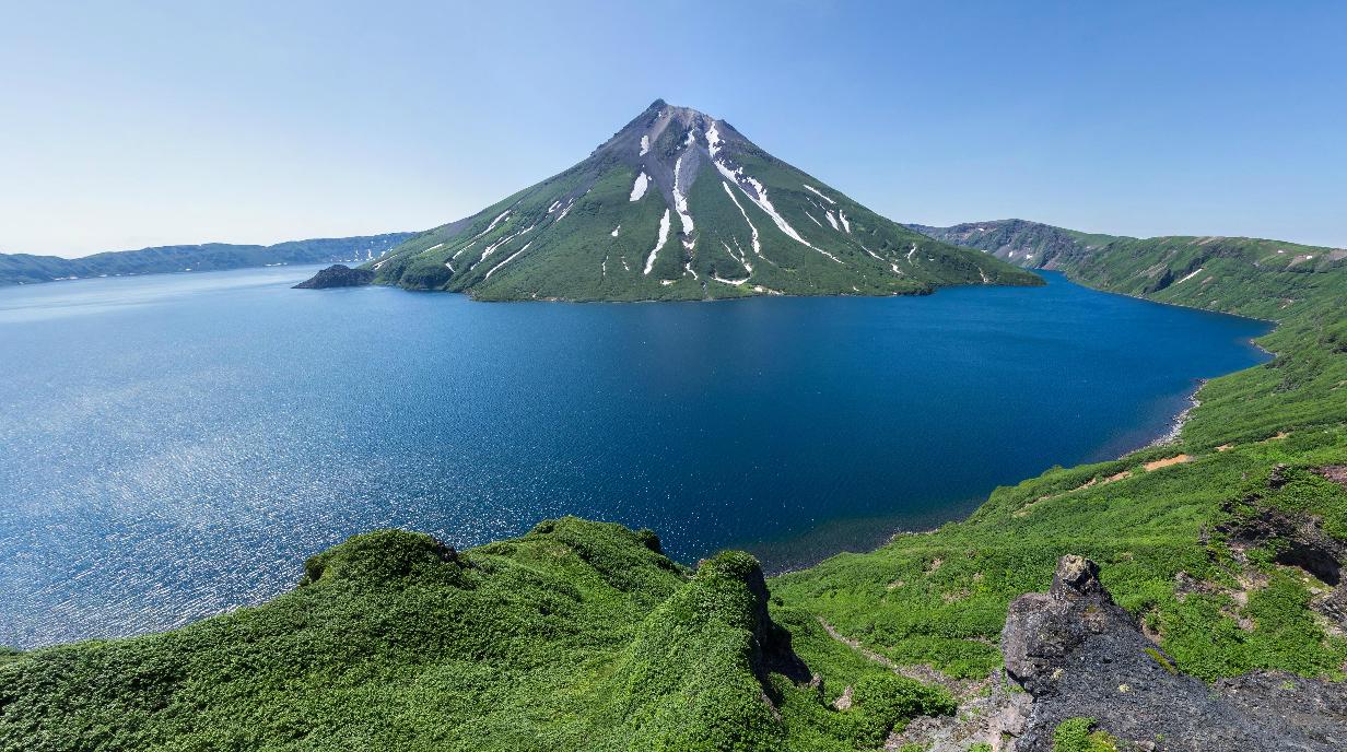 Вулкан Креницына и Озеро Кольцевое