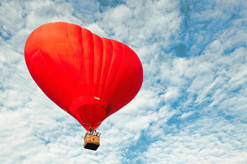 Полет на воздушном шаре в форме «Сердце»