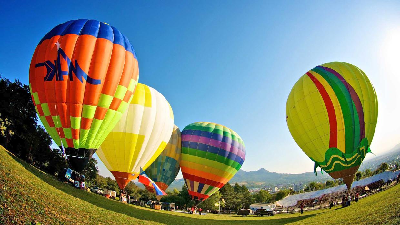 Полеты на воздушных шарах - красочно и зрелищно.