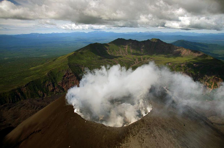 Тятя - самый высокий вулкан острова Кунашир.