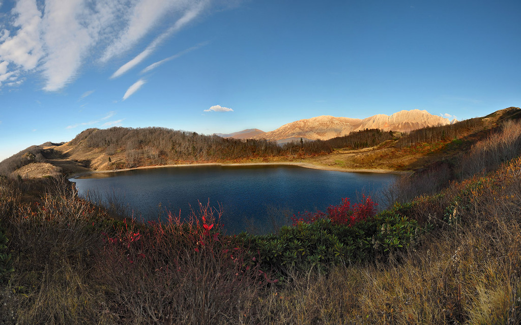 Озеро Хуко - осеннее безмолвие.