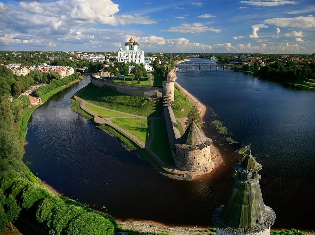 Псков — уютный старинный город, памятник древнерусского зодчества